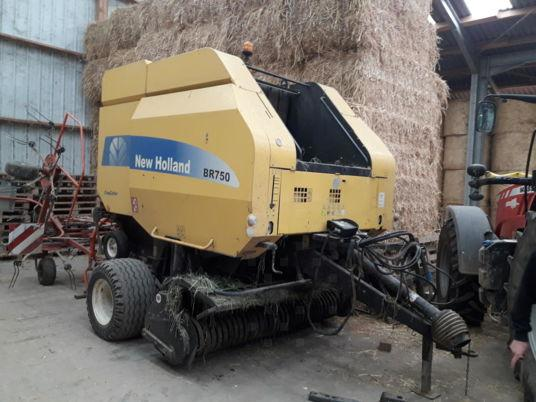 New Holland BR750 CROP CUTTER
