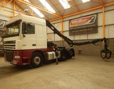 Daf XF105 460 SPACE CAB 6 X 2 TAG AXLE TRACTOR UNIT C/W LOG CRANE - 2010 - YD10 NFP